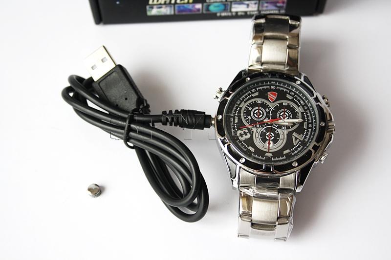 Водоустойчив часовник с камера и гласова активация
