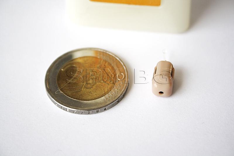 Микрослушалка в телесен цвят с примка