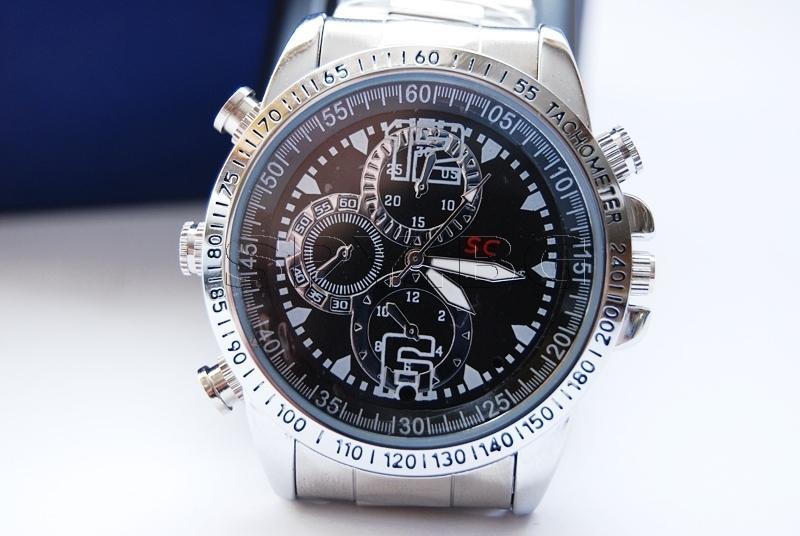 Часовник със скрита камера
