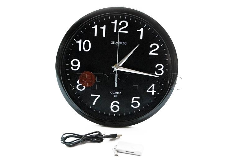 Стенен часовник с камера