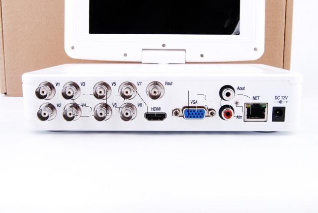 8 канален DVR със 7 инчов дисплей